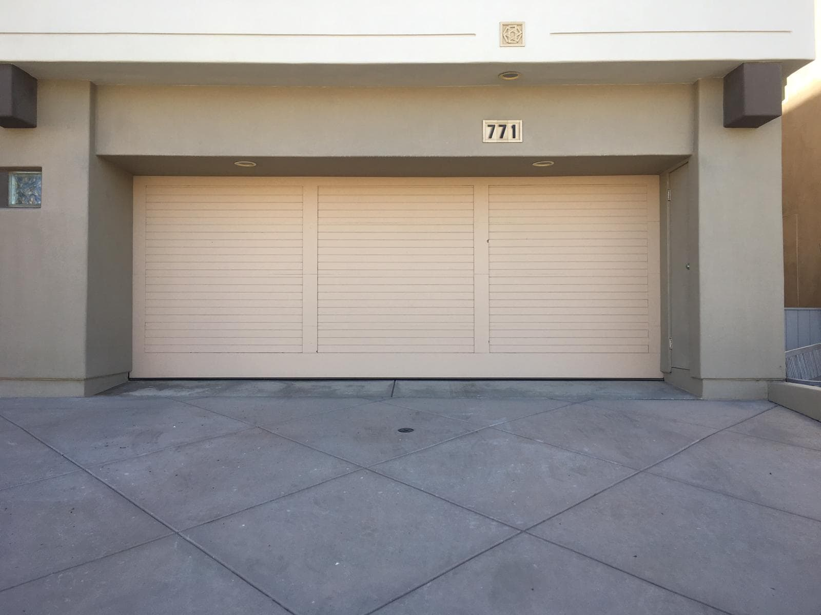 Antelope Garage door repair and replacement